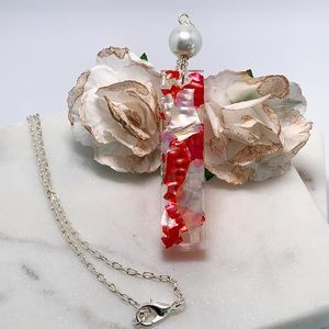 HANDCRAFTED LONG PENDANT RESIN NECKLACE